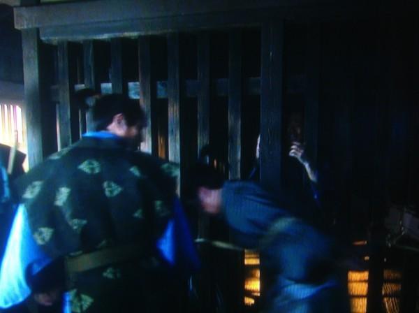 牢へ連行される門番たち