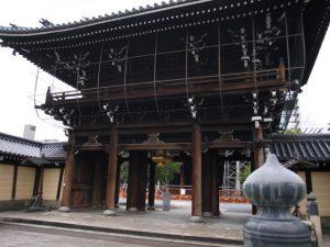 興正寺の門