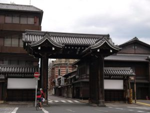 西本願寺総門、商店街の入り口じゃないよ
